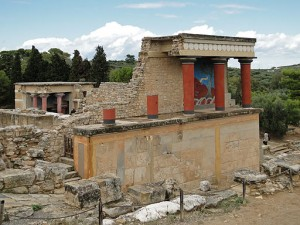 512px-Knossos_-_North_Portico_02