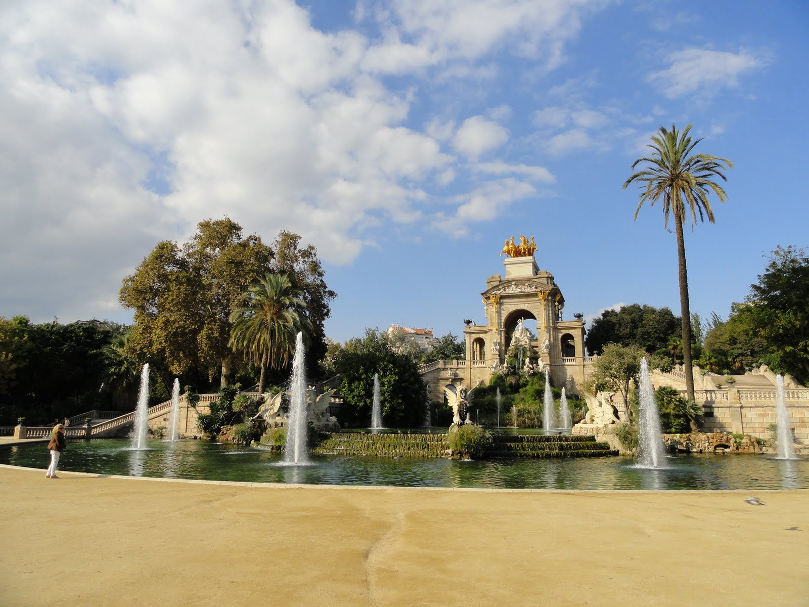 Travel Hacking in Barcelona: learn how to reduce costs minimum by half